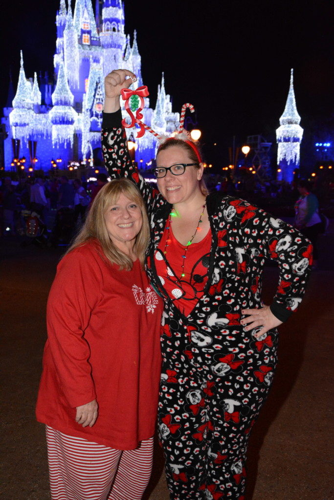 Mom and daughter hugging under mistletoe magic shots Disney World