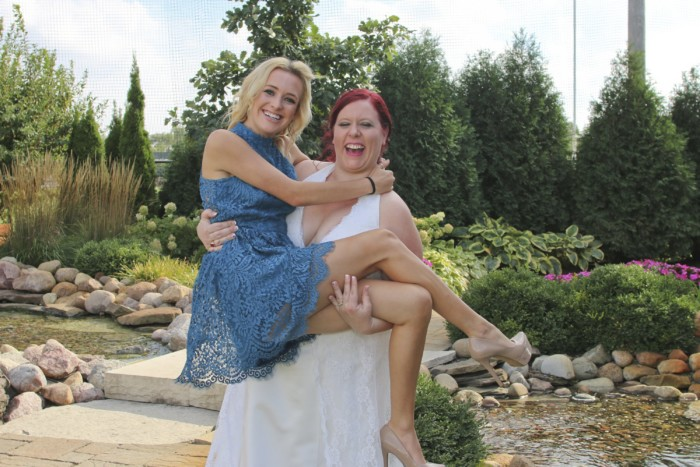 hilarious professional wedding photos  jump in my arms