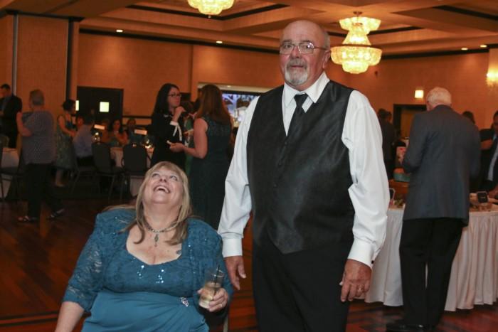 hilarious professional wedding photos  parents caught off guard